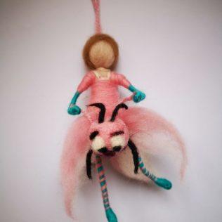 Hada con amiga libélula