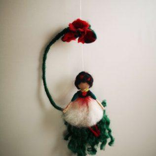 Muñeca bonita de lana