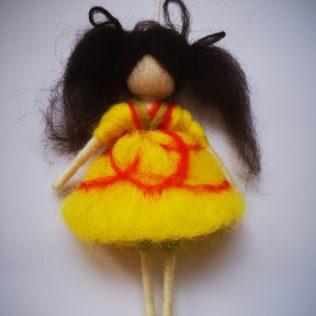 Preciosa niña de lana