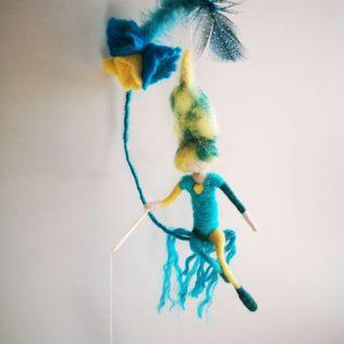 Precioso duende azul turquesa