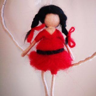Hada con vestido rojo