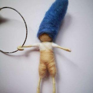 Acróbatas con el gorro azul