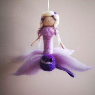 Hada Violeta con libélula