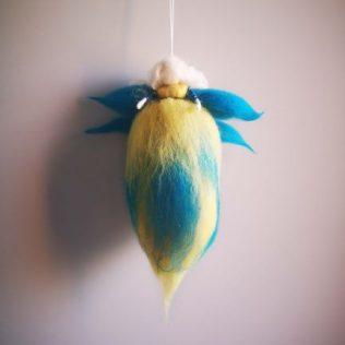 Hada con alas azules