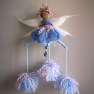 Hada azul con pompones