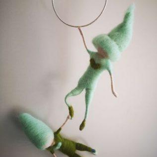 Duendes acróbatas verdes