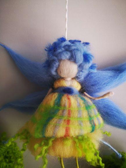Hada con pelo azul