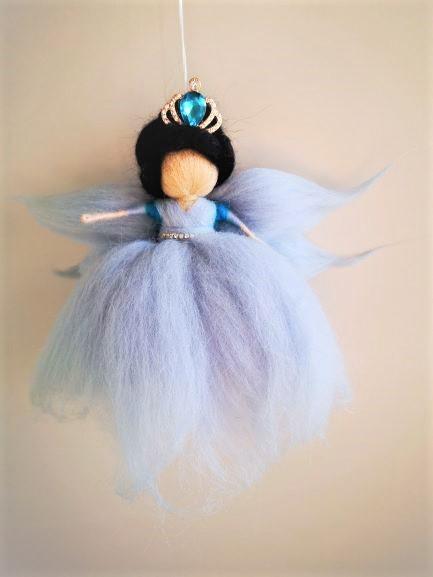 Reina hada de flores azules