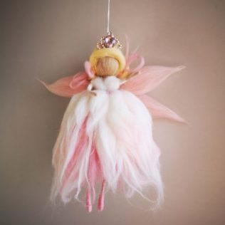 Reina Hada con corona rosa