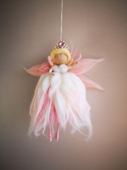 Reina Hada rosa con corona